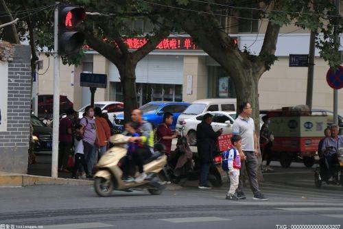 北京司机礼让意识正在快速提升  部分行人不够文明过马路方式逐渐凸显